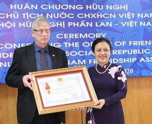 Trao tặng Huân chương Hữu nghị cho Hội hữu nghị Phần Lan - Việt Nam