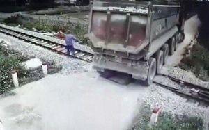 Tặng Bằng khen cho nhân viên gác chắn dũng cảm cứu đoàn tàu khỏi tai nạn thảm khốc