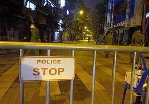 Nghi một cô gái mắc Covid-19 ở Trúc Bạch, Hà Nội phong tỏa cả con phố trong đêm