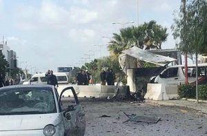 Đánh bom tự sát nhằm vào đại sứ quán Mỹ ở Tunisia, 5 cảnh sát thương vong