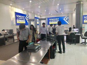 Bắt quả tang một hành khách 'cầm nhầm' tiền ở sân bay