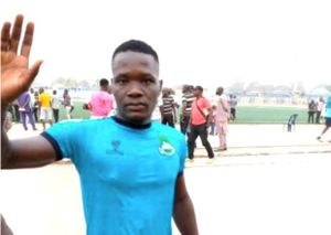 Cầu thủ Nigeria qua đời thương tâm sau khi va chạm với đối phương