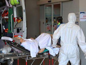 Italia: Bệnh viện 'vỡ trận' vì Covid-19, người dân cố thực hiện nguyên tắc cách 1m