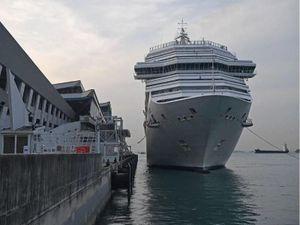 Tàu du lịch Ý phải neo ở Singapore sau khi bị các nước từ chối