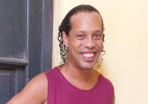 Điều kiện lạ để Ronaldinho được chơi bóng trong tù