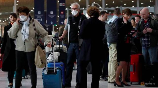Lệnh cấm bất ngờ của ông Trump gây hoảng loạn trên nhiều sân bay châu Âu