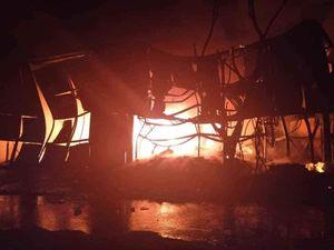 Kho chứa 1.000m2 ở Cẩm Phả bốc cháy dữ dội vào rạng sáng