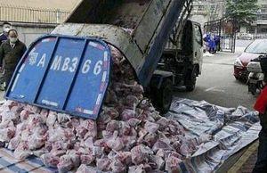 Trung Quốc sa thải quan chức sau vụ dùng xe rác chở thịt lợn cung cấp cho người dân