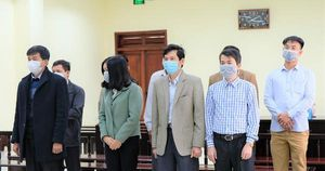 CLIP: Nhận hối lộ 594 triệu đồng, 5 cựu cán bộ Thanh tra tỉnh Thanh Hóa chia nhau 154 tháng tù