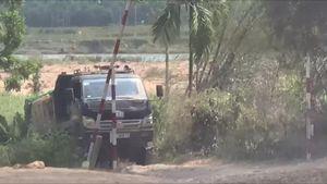 Quảng Ngãi: Một công ty 'quen mặt' ở Sơn Hà khai thác cát trên sông Rin
