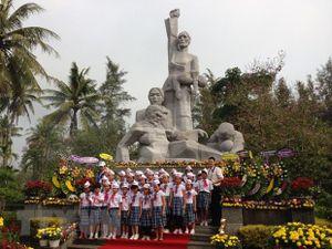 Dâng hương tưởng niệm nhân 52 năm ngày đồng bào Sơn Mỹ bị thảm sát