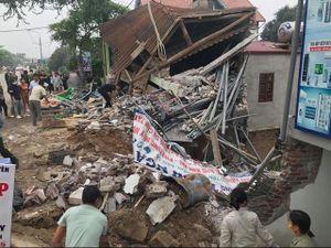 Phú Thọ: Tránh xe con, xe tải tông thẳng vào nhà dân