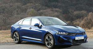 Kia Optima chuẩn bị bổ sung thêm tùy chọn đắt giá nhằm đối đầu Toyota Camry và Honda Accord