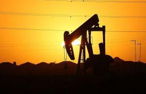 Covid-19 và giá dầu: Ngành dầu khí trúng 'bão kép'