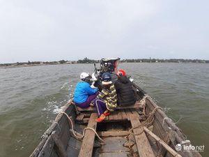 Hoảng hồn những chuyến đò ngang chở hàng chục người chòng chành vượt phá Tam Giang