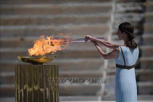 Hy Lạp trao đuốc Olympic cho Nhật Bản trong lặng lẽ