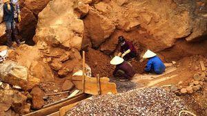 Nghệ An: Đi mót quặng, người phụ nữ bị đá rơi trúng, tử vong thương tâm
