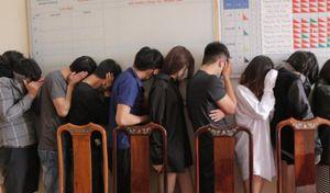 Nghệ An: 11 'dân chơi' đang 'bay' trong khách sạn thì bị bắt