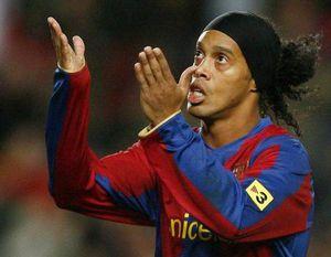 Lâm cảnh tù tội, Ronaldinho sắp bị Barca hủy trận đấu tôn vinh