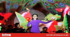 Thẩm định chuyên môn diễn viên hát Đoàn Nghệ thuật tuyên truyền lưu động tỉnh