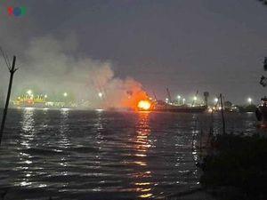 Tìm kiếm nạn nhân mất tích trong vụ nổ tàu chở xăng trên sông Đồng Nai