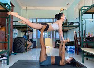 Người dạy Yoga ở khu cách ly Covid-19: Vào đây không để hưởng thụ, phải biết chia sẻ