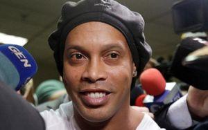 Ronaldinho nguy cơ ngồi tù 10 năm vì nghi án rửa tiền xuyên quốc gia