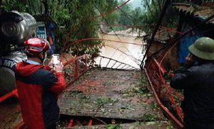 Mưa đá, dông lốc quật đổ cầu treo ở Lào Cai, 1 người thiệt mạng