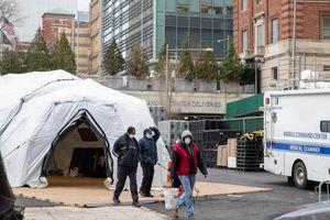 Hơn 1.300 người chết vì Covid-19, Mỹ dựng lều làm nhà xác di động