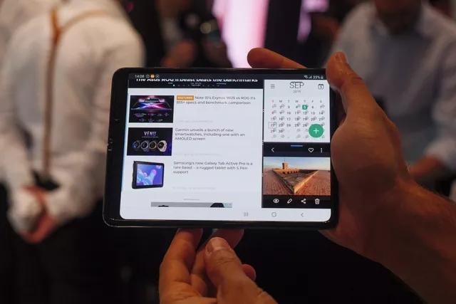 Giá gần 2.000 USD nhưng đến giờ Galaxy Fold mới được cập nhật Android 10
