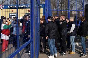 Hàng nghìn CĐV Belarus đi xem bóng đá bất chấp Covid-19