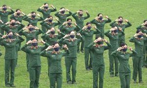 Hàng trăm nam thanh nữ tú Bộ Tư lệnh Thủ đô nhảy 'Ghen cô Vy'