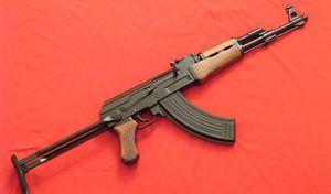 Nghệ An: Vác súng AK đi 'xử' đối thủ, súng cướp cò khiến một người trọng thương
