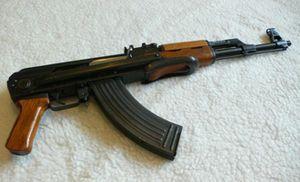 Vác AK đi 'giải quyết mâu thuẫn', súng cướp cò khiến bạn trọng thương
