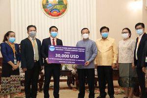 Công ty Điện Xekaman 1 ủng hộ tiền giúp Lào chống dịch Covid-19