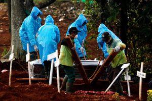 Tang lễ nhiều bất thường ở Jakarta gây lo sợ về số ca tử vong thực tế