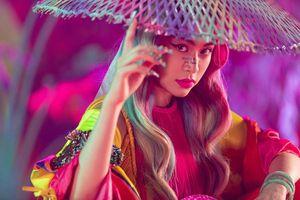 Hoàng Thùy Linh biến hóa với tranh Hàng Trống trong MV mới