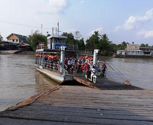 Cần Thơ cho phép nhiều bến đò ngang sông hoạt động trở lại phục vụ mua nhu yếu phẩm...