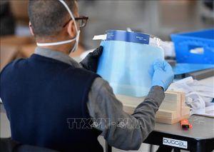 Dịch COVID-19: Apple sản xuất 1 triệu mặt nạ bảo hộ mỗi tuần cho nhân viên y tế