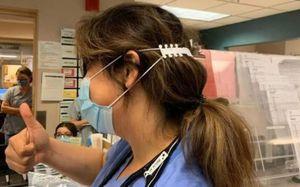 Tài không đợi tuổi: bé trai tạo ra 'tai giả' giúp y bác sĩ không bị đau tai khi đeo khẩu trang