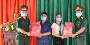 Hỗ trợ lương thực, khẩu trang y tế cho nhân dân phòng, chống dịch bệnh