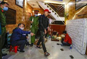 Phát hiện nhóm thanh niên sử dụng ma túy, chứa cả 'hàng nóng' tại căn nhà trong hẻm
