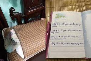 Ông bố chết lặng khi phát hiện cuốn sổ nhật ký của con gái, lộ bí mật khó nói