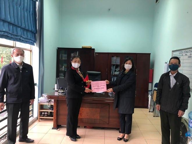 Người dân quận Thanh Xuân quyên tiền, góp sức cùng chính quyền đẩy lùi dịch Covid 19