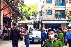 Công an dựng hiện trường, trăm người bu kín theo dõi bất chấp lệnh cấm