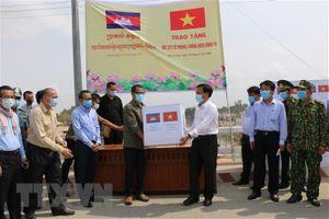 Đồng Tháp hỗ trợ vật tư y tế phòng, chống COVID-19 cho tỉnh Pray Veng