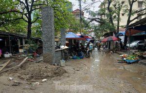 Xử lý dứt điểm tình trạng rác chất đống, bốc mùi ở chợ Hà Nội