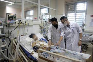 Cứu sống ngoạn mục bệnh nhân bị cọc sắt 2m đâm thấu ngực, bụng