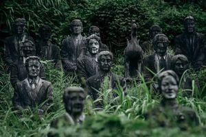 Kinh dị nơi 800 bức tượng đá trừng mắt theo dõi mọi hành động của bạn