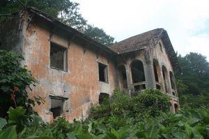 Xót xa những ngôi biệt thự cổ bỏ hoang trong rừng Phia Oắc